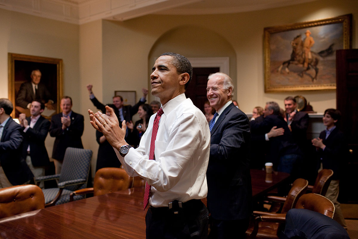1200px-barack_obama_reacts_to_the_passing_of_healthcare_bill